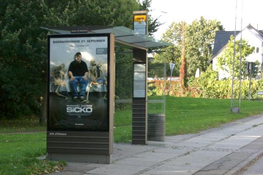 Автобусна зупинка на місцевості